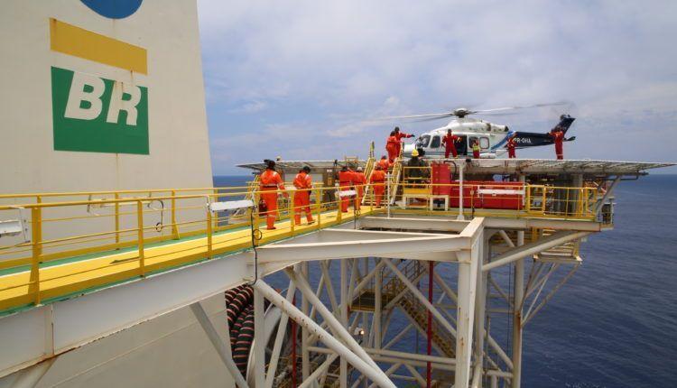 Petrobras aumenta efetivo offshore da P-12 para acelerar entrega da unidade vendida e gera surto de coronavírus na plataforma, alerta petroleiros do NF