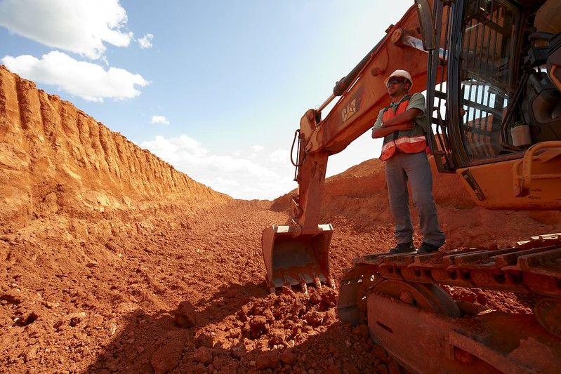 Processo seletivo para vagas em obras de mineração no estado de Minas Gerais convoca Operador de Trator, Escavadeira, Retroescavadeira, Rolo Compactador, Motorista de Caminhão
