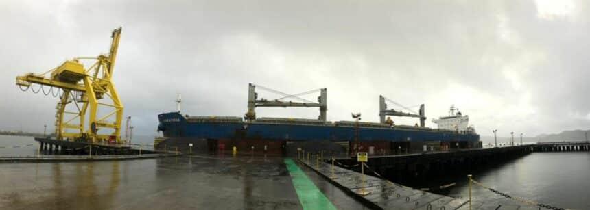 Estaleiro Enseada na Bahia retoma como terminal portuário; 44 mil ton de minério de ferro serão exportados para a China ainda neste mês