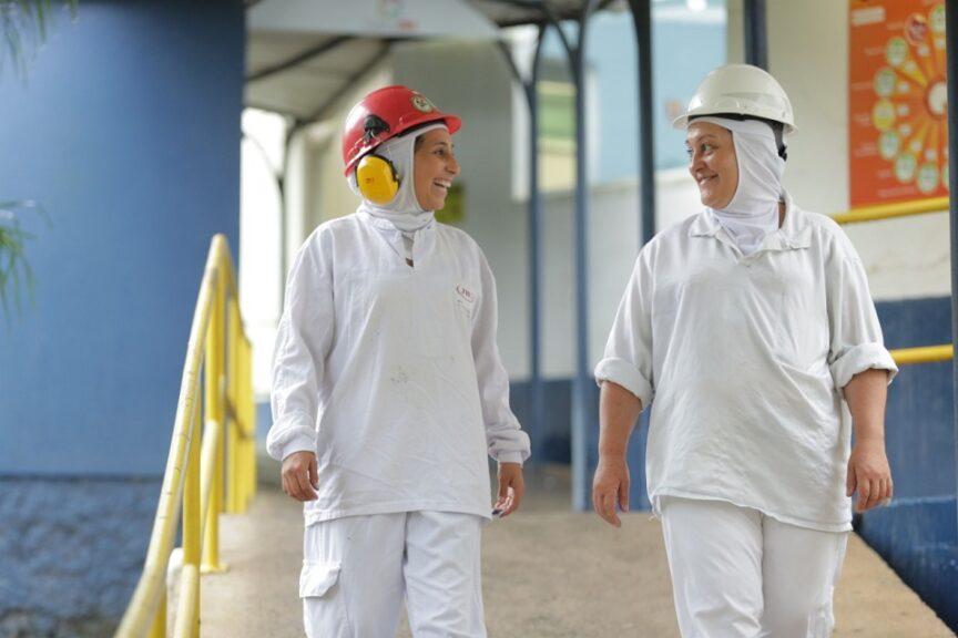 Candidatos sem experiência maiores de 18 anos são convocados para vagas de emprego na maior processadora de carne no mundo, a JBS. Entrevista sexta-feira (28/08)
