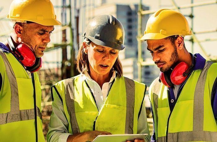 Macaé conta com vagas de emprego para técnicos e engenheiros abertas pelo grupo brasileiro presente no mercado de petróleo e marítimo Sotreq