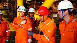 Profissionais de Macaé ou Rio das Ostras são convocados para vagas de emprego de técnico de campo offshore, eletrotécnico e mais
