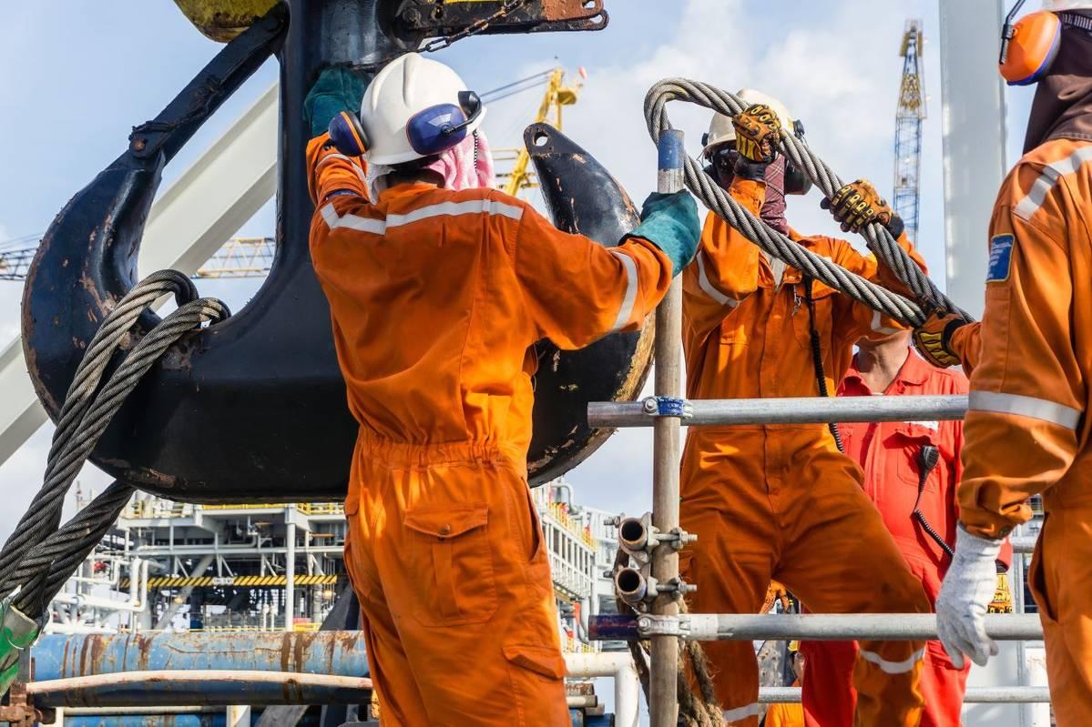 Contrato temporário no ramo de petróleo e gás demanda vagas offshore para operadores, técnico, oficial, enfermeiro e mais, neste dia 21