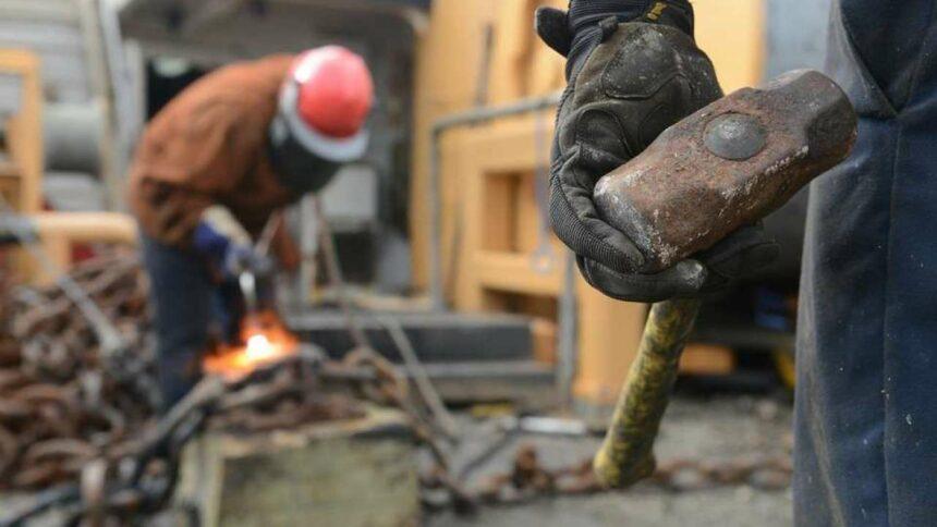 Obras de construção civil e manutenção demanda cadastro de currículo para vagas de ensino fundamental e médio de ajudante, pedreiro, técnico, eletricista e mais