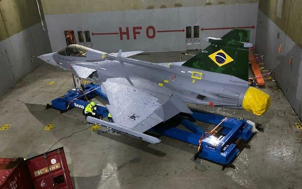 Navio transportando novo caça da Força Aérea Brasileira (FAB) chega em dois dias ao Porto de Navegantes, Santa Catarina