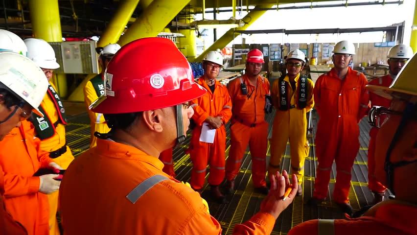 Cadastro de currículo para projetos de óleo e gás no Brasil por multinacional de recrutamento e seleção demanda profissionais da engenharia, neste dia 24
