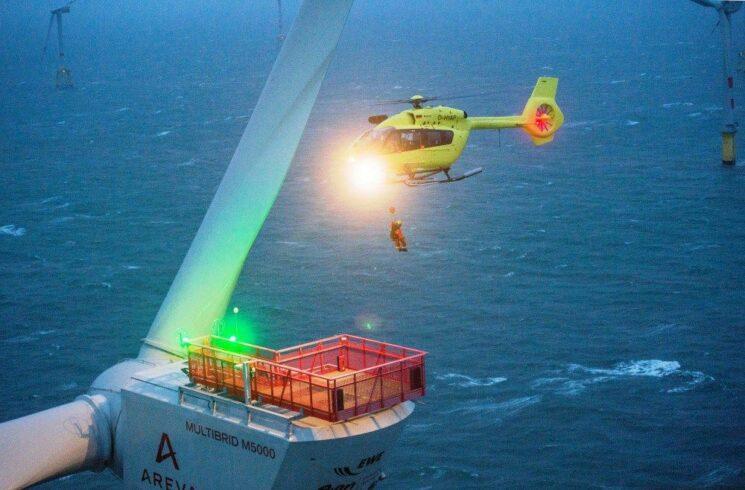 Helicópteros no setor de energia eólica offshore: o novo H145 estreia com inovação e tecnologia