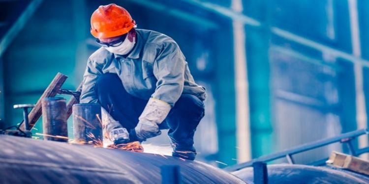 vagas de emprego; recrutamento e seleção; indústria; minas gerais; ajudante; soldador