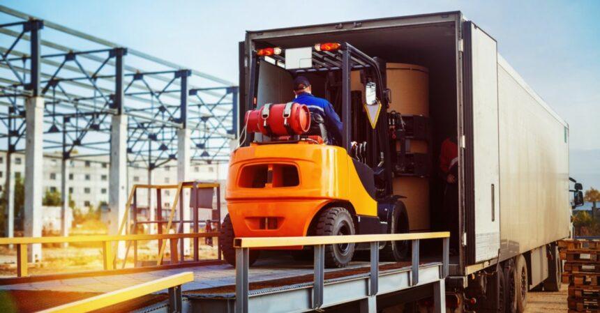 vagas de emprego de ensino médio e superior; logística; transporte