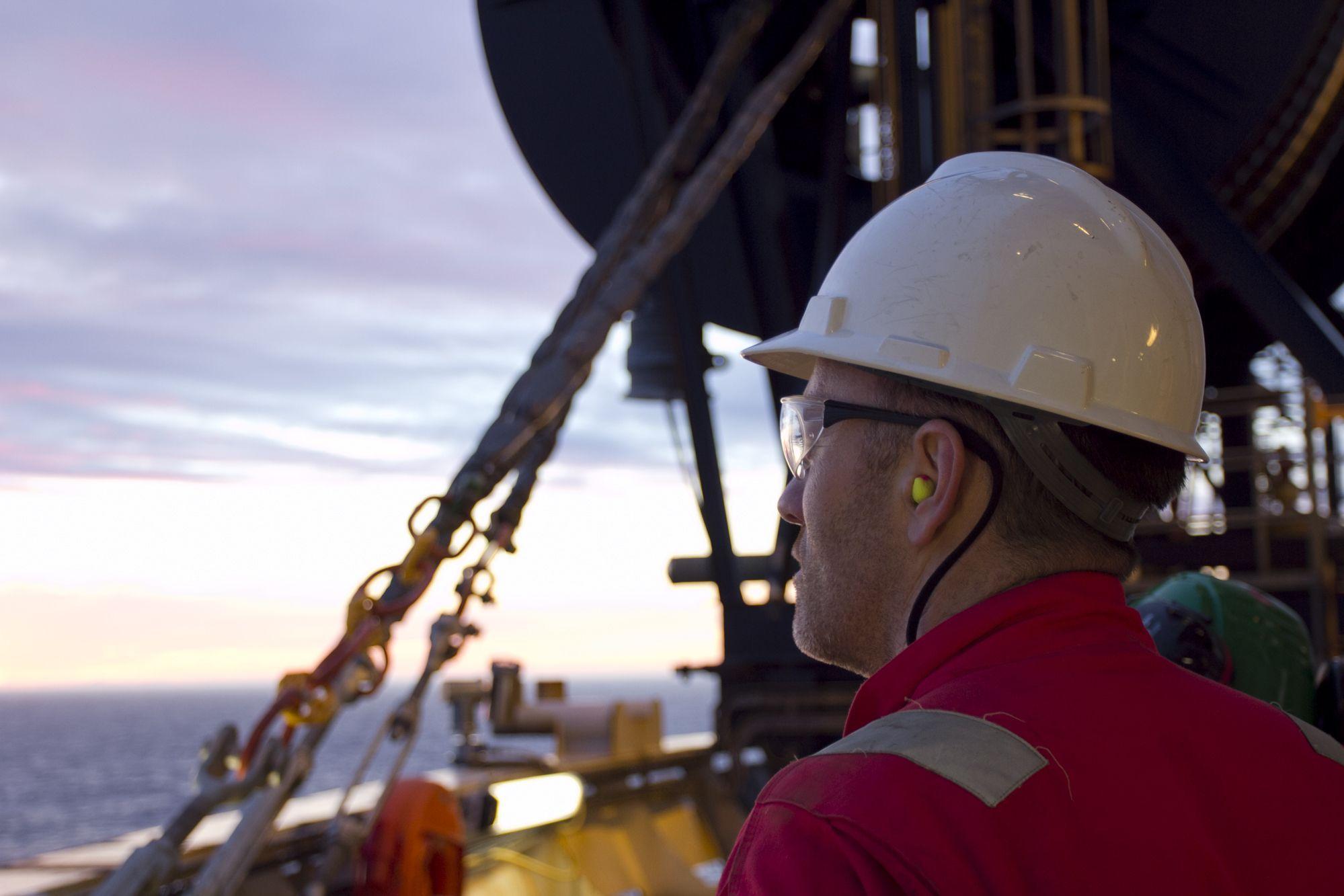 Em Macaé, prestadora de serviços no setor de petróleo e gás requisita para atuar em regime offshore candidatos com experiência em unidades de perfuração para o cargo de operador