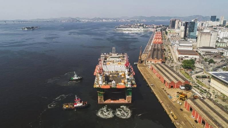 Petrobras contrata duas plataformas semi-submersíveis para manutenção e suporte no pré-sal