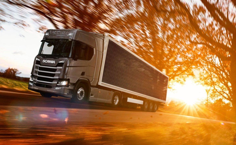 Scania, carreta, painéis solares