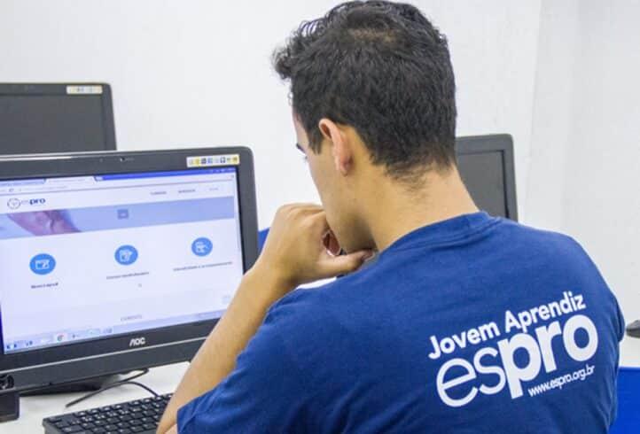 Jovem aprendiz: 25 vagas para quem busca primeiro emprego são disponibilizadas em São Paulo