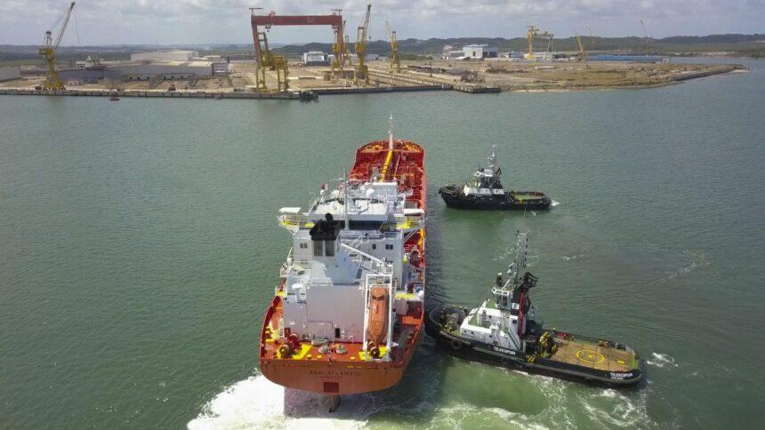 Estaleiro de Construção Naval Atlântico Sul (EAS), em Pernambuco, recebe o primeiro dos três navios para obras de reparos e empregos serão gerados na região