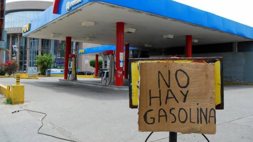 Em desespero, a população da Venezuela rouba petróleo para produzir sua própria gasolina