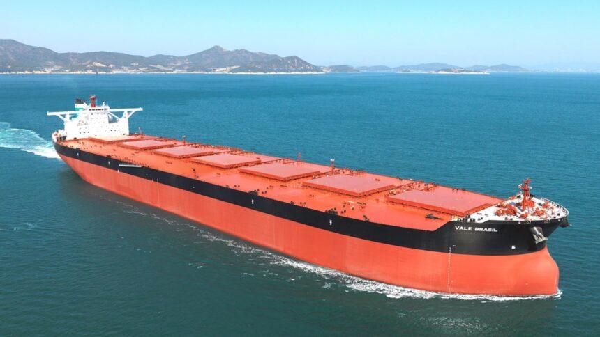 emprego - offshore na indústria do petróleo demanda vagas de emprego para trabalhar em navio graneleiro, neste dia 11