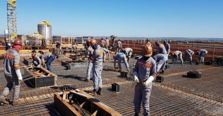 Empregos para obras de construção civil e manutenção: ajudantes, pedreiros, técnicos, eletricistas, encanadores, engenheiros e muito mais profissionais convocados para projetos da Sartori, em Minas Gerais