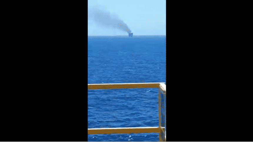 Plataforma Petrobras Cherne-2 queima de gás chamas