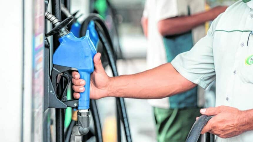 Combustíveis, dólar, petróleo