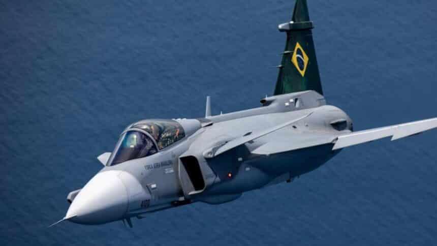 caça - voo supersônico - aeronaves - força aérea - Gripen