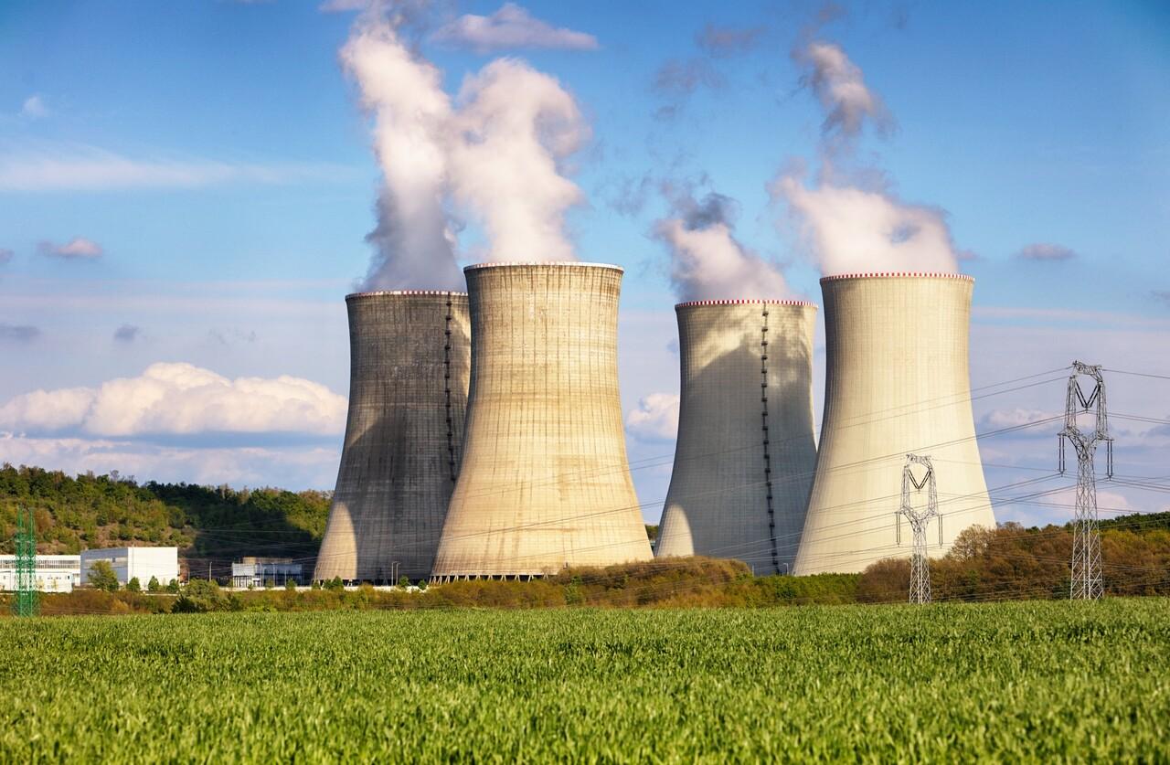 cientistas - usinas nucleares - renováveis