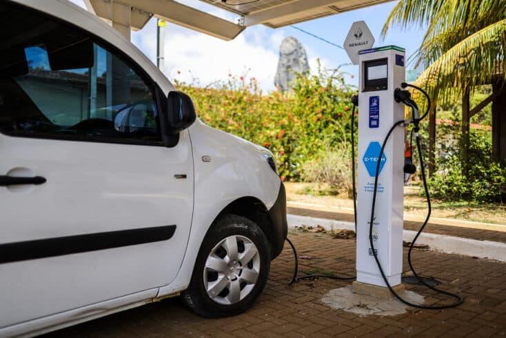 Veículos elétricos - energia solar - Fernando de Noronha - Renault