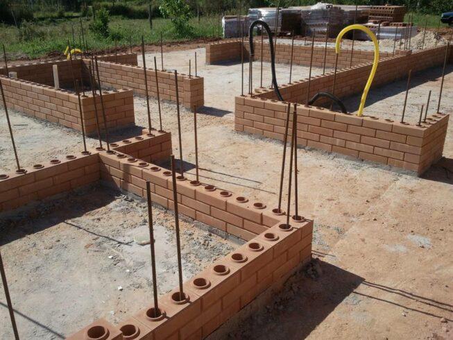CONSTRUÇÃO CIVIL - ENGENHEIROS - TIJOLOS