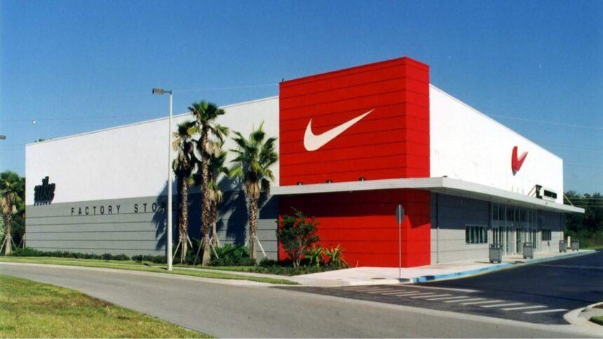 Nike - fábrica - produção - defeitos - vagas -calçados pouco usados - tênis