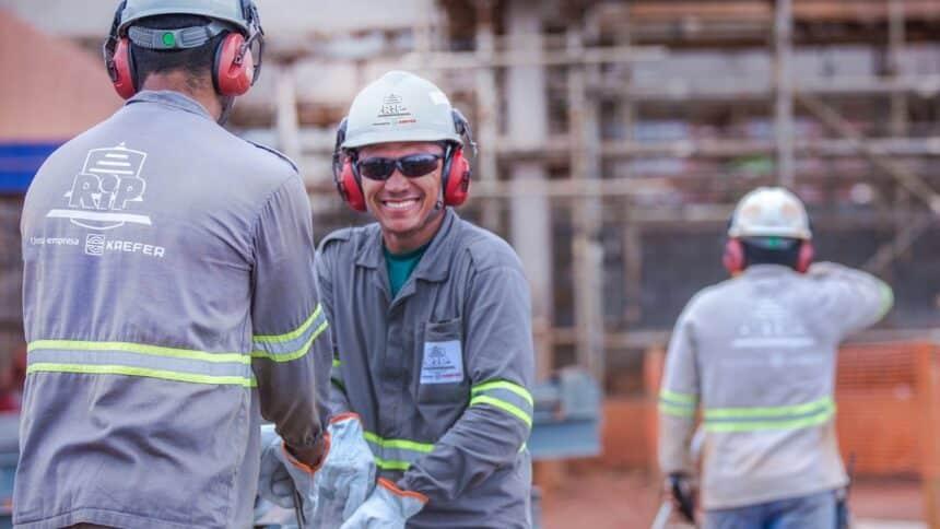 vagas de emprego - ensino fundamental - MG - eletricista - técnico em segurança do trabalho