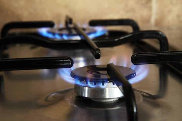 Imagem de PublicDomainPictures / Após o preço do gás de cozinha atingir o maior valor de todos os tempos no Brasil, Petrobras, governo federal e congresso buscam soluções