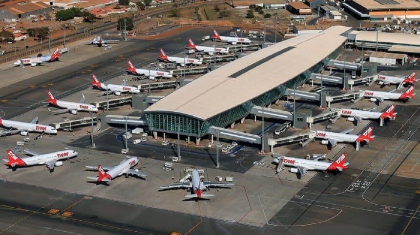 Aviões movidos a energia renovável no aeroporto de Brasília