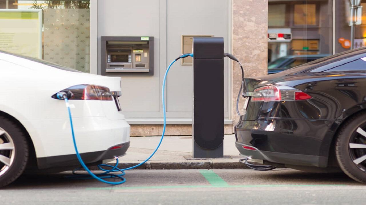 Carros elétricos - gasolina