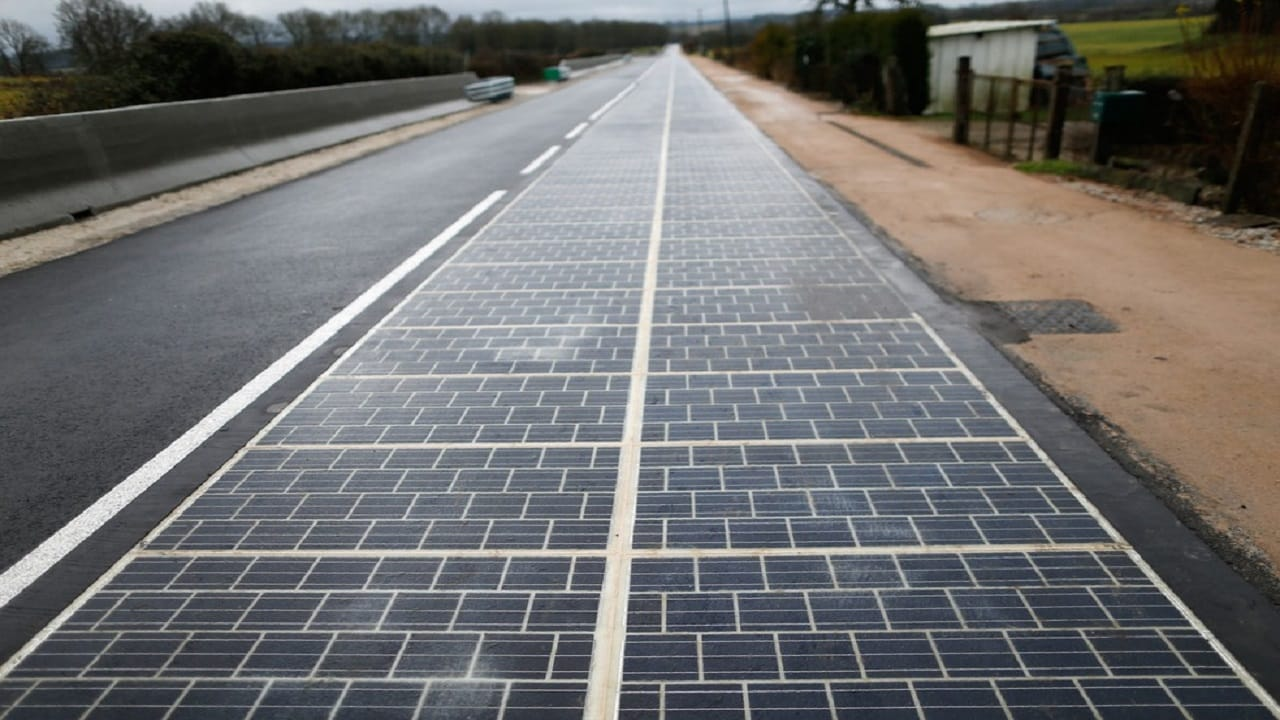Estrada - energia solar - carros elétricos - recarregar