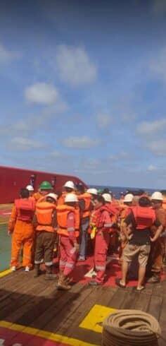Tripulantes da plataforma offshore