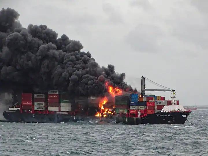 navio porta contêiner explosão tripulação porto