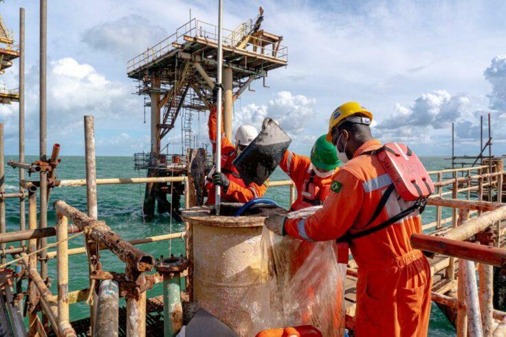 macaé - emprego - offshore - descontaminação - plataforma de petróleo - limpeza industrial - controle de pragas - limpeza externa de prédios