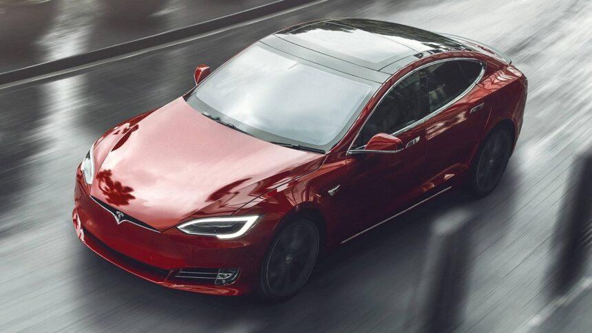 carro elétrico - Tesla - Tesla model S plaid - carro