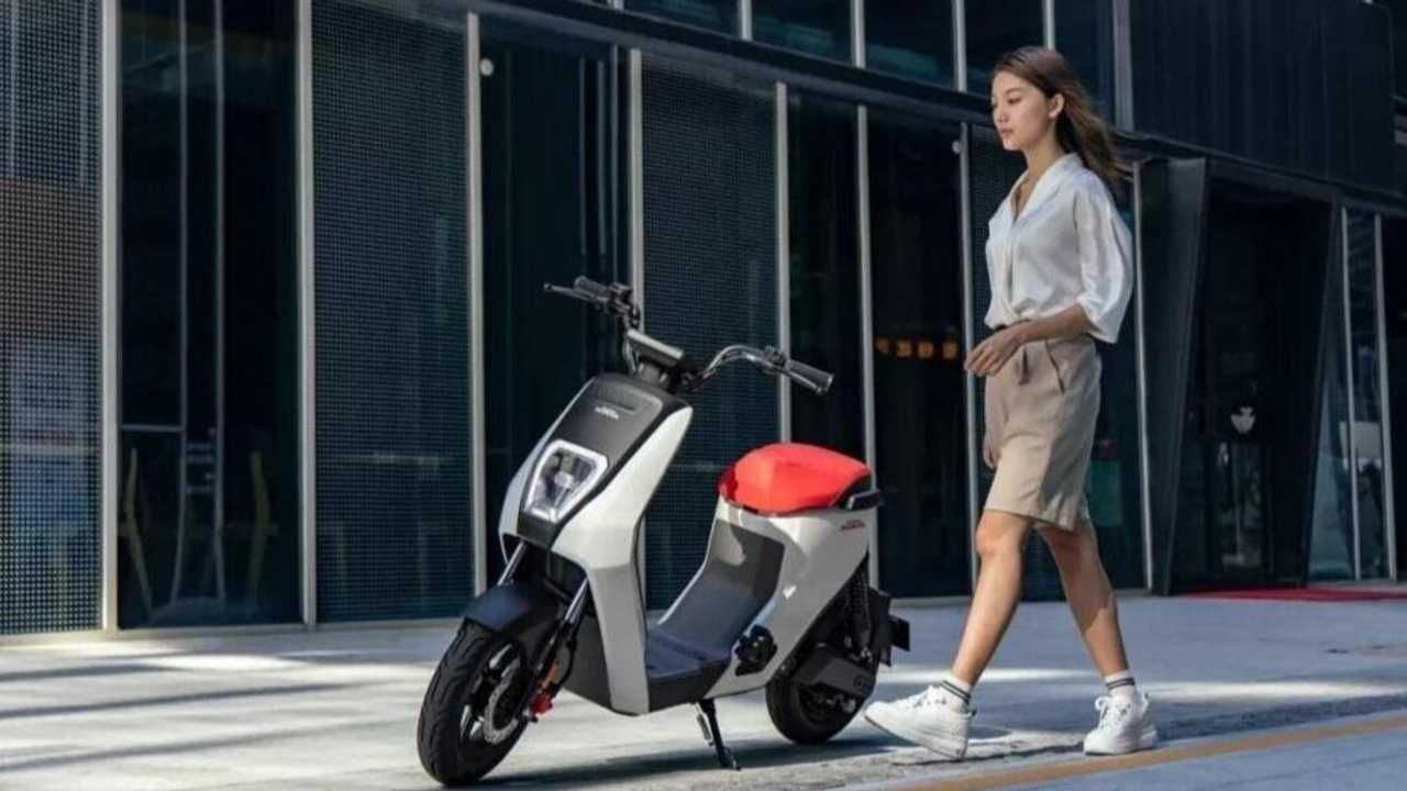 Honda - Scooter - smartphones - consumidores
