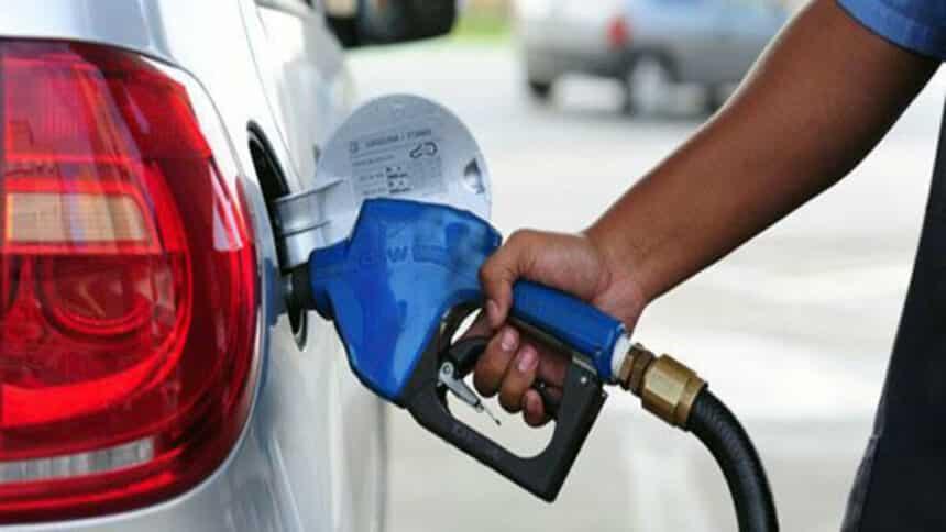 valor da gasolina no brasil é alto por causa dos impostos