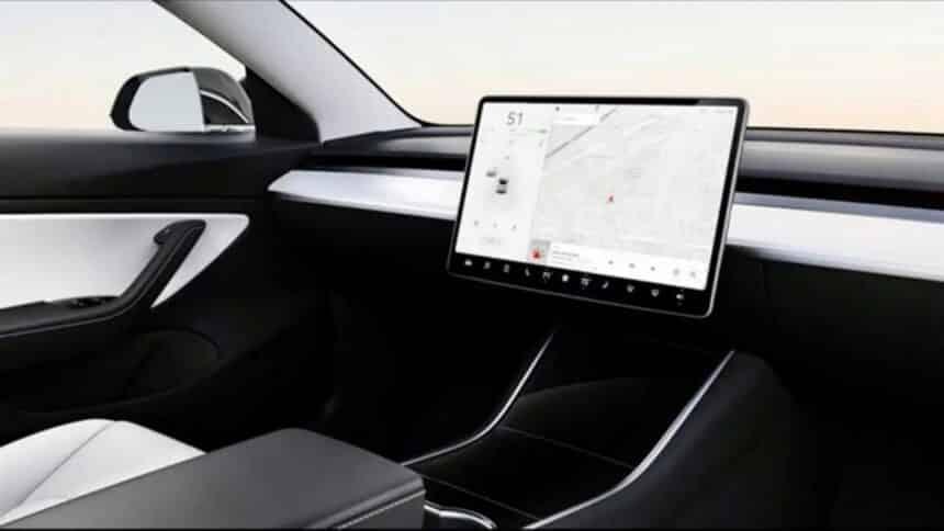 Tesla - ELON musk - carro elétrico - volante - pedais