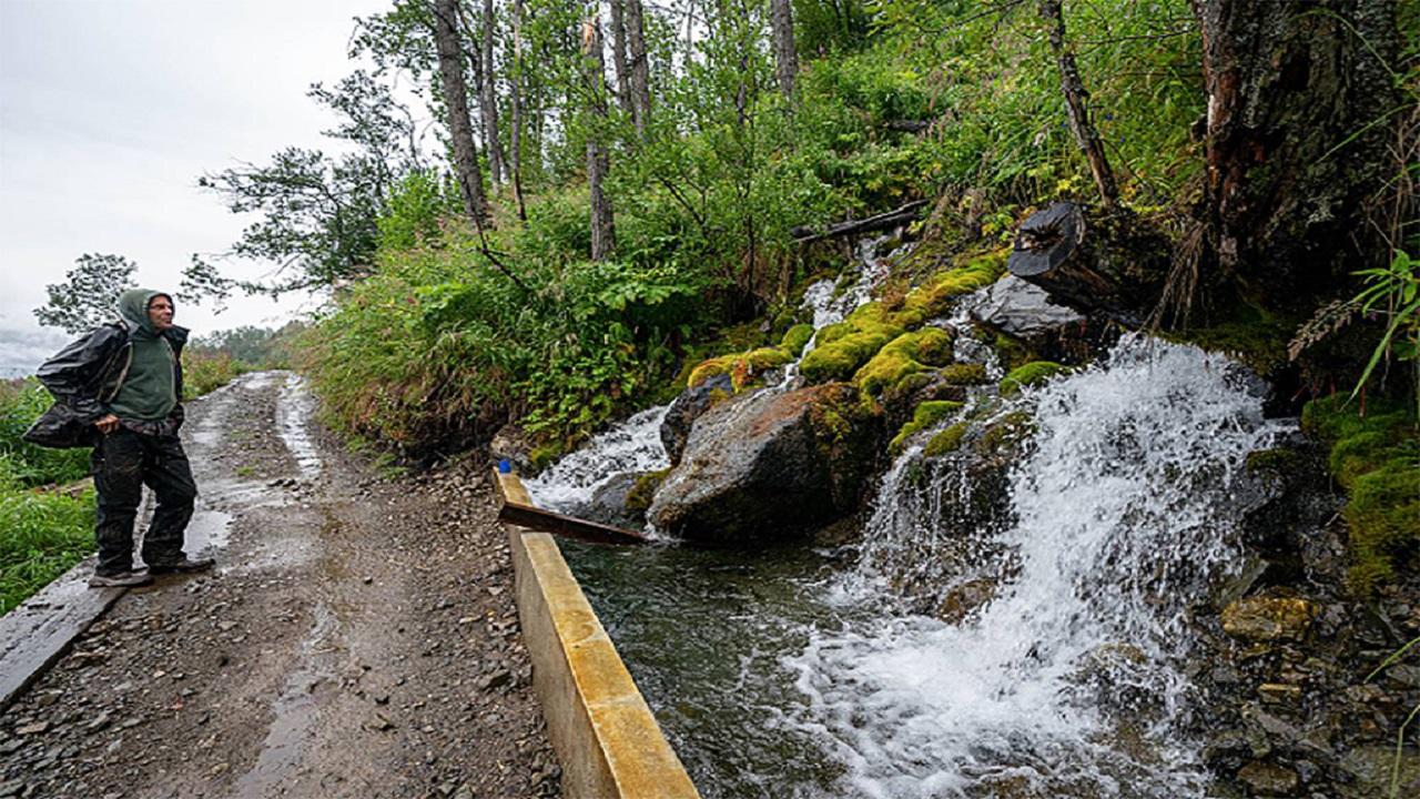 aposentado - homem - usina - hidrelétrica - usina hidrelétrica