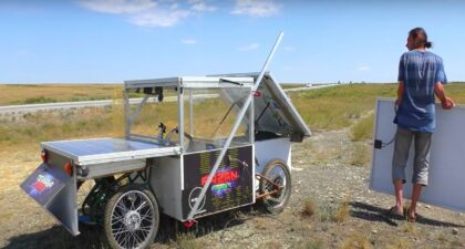 Jovem - carro elétrico - energia solar - industria-automotiva