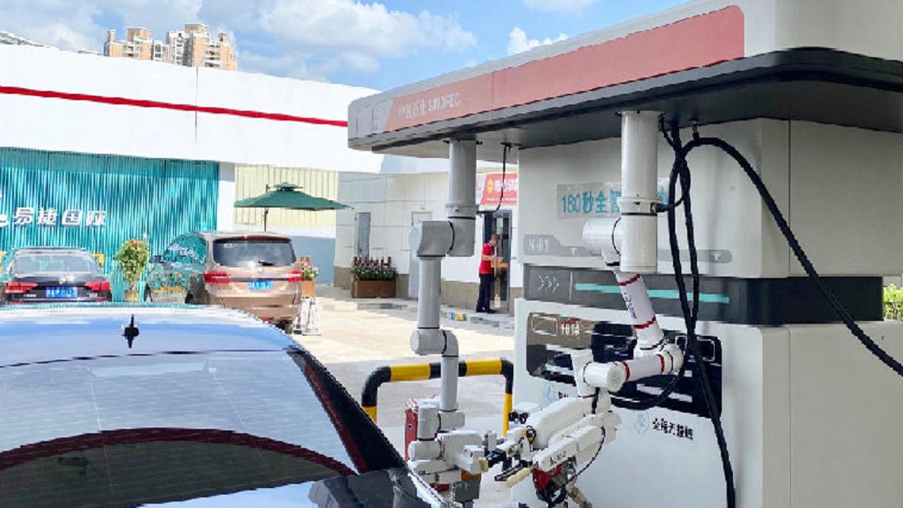 Robô - frentista - profissão - gasolina