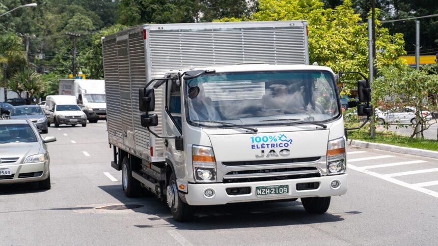 ambev - volkswagen - jac - motors - caminhão - veículos eletricos - preço - frota